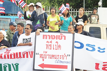 … and on the other side are Rayong residents who oppose a red shirt village in their town.