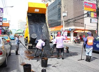 Pattaya Public Works sent out a crew to fix Second Road after receiving complaints from citizens.
