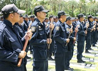 520 officers from Chonburi, Chantaburi, Chachoengsao and Prachinburi are given anti-riot training at Nong Nooch Tropical Garden in anticipation of the PM's visit to Pattaya this past week.