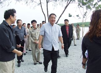 Deputy Prime Minister and Finance Ministry Chief Kittiratt Na-Ranong and his entourage of top government officials arrive to inspect Mabprachan reservoir.