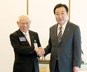 R.I. President Elect Sakuji Tanaka (left) meets with Prime Minister Yoshido Noda of Japan.