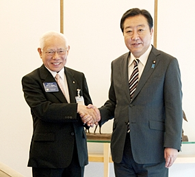 R.I. President Elect Sakuji Tanaka (left) meets with Prime Minister Yoshido Noda of Japan.