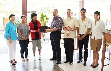 Radchada Toy Chomjinda, Na, Ming, Oh and Wit says thanks to GM Rene Pisters, hotel manager Danilo Becker and staff of the Thai Garden Resort.