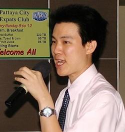 Dr. Tanat Wongchinsri, M.D., of Phyathai Hospital Sriracha begins his presentation on the subject of Diabetes by explaining how the body uses sugar.