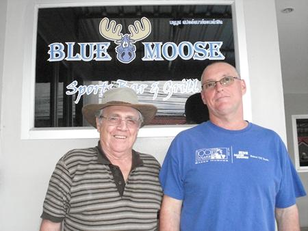 Thursday winner Larry Emerson, left, with runner-up Matt Millar.