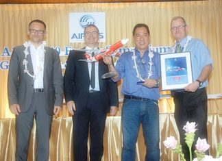 (L to R) Philippe Gourdon, Vice President of A330/A340 Program Customer Services, Philippe Mhun, Airbus Vice President Programs, Soo Hoo How Loon, AirAsia X Head of Maintenance, Laurie Alder, Airbus HO Customer Support Asia Pacific.