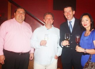 (L to R) Ross Edward Marks (vice president of Central Food Retail Co., Ltd.), Howard Ducan (export manager Canada, Asia, & Middle East for Peter Lehmann Wines Limited), Michael Delargy (general manager of Sheraton Pattaya Resort) and Caryn Delargy.