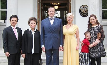 (L to R) Dr. Virachai Techavijit (honorary consul general of the Republic of Estonia in Bangkok & chairman of the Regent's Schools), Thiphavan Techavijit (board director of the Regent's Schools), H.E. Toomas Hendrick Ilves (President of the Republic of Estonia), Mrs. Evelin Ilves (First Lady of The Republic of Estonia), Kadri Ilves (President's daughter), Miss Kwanshanok Techavijit (board director, the Regent's School).