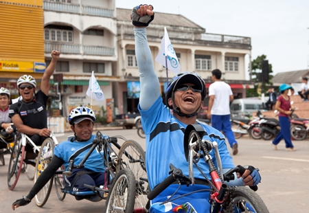Phadungsak Sri-Phakdee, teacher at the Vocational School, leads the cheers as they near the finish line.
