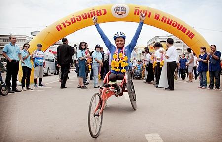 Student Sakda Khamta crosses the finish line after 1479 kms.