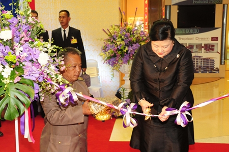 HRH Princess Soamsawalee cuts the ribbon to open a cervical cancer protection exhibition at Central Festival Pattaya Beach.