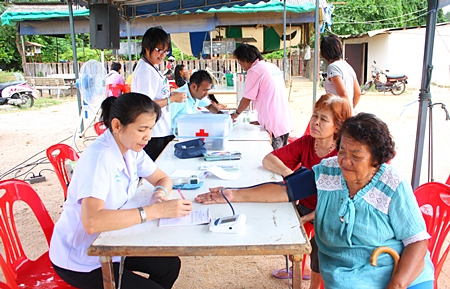 Folks from the Chong Lom Temple-area receive free medical advice as part of the city's doctor-house call project.