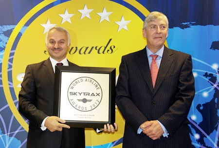 Turkish Airlines' general manager Temel Kotil Ph.D. (left) receives the award from Skytrax CEO Edward Plaisted (right).