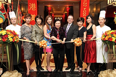 M.R. Kitiwattana Pokmontri (centre) was guest of honour at opening ceremony of the 'Hong Kong Food Festival 2012' at Heichinrou Restaurant at the Amari Watergate Bangkok recently. Others attending included (l-r) Chong Yuen Ming, BBQ Chef, Dr Kritika Kongsompong, Nichaya Chaivisuth, the hotel's Director of Communications & PR, Avasada Pokmontri, Pierre Andre Pelletier, the hotel's GM, Srisupang Morris, Panitnart Yampeka and Lau Ful Hong the Dim Sum Chef.