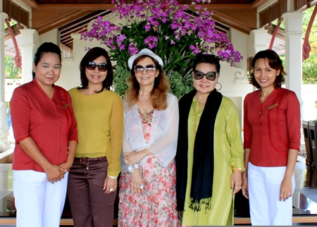 The management of the Sheraton Pattaya Resort, headed by Rojjana Franzke (left), Executive Assistant Manager and Chuankid Yeepoo (right), Executive Housekeeper welcome Earth Saiswang (2nd right), president of the Hotel PR Association of Thailand who was accompanied by legendary singer Nadda Viyakarn (centre) on their visit to the resort recently.