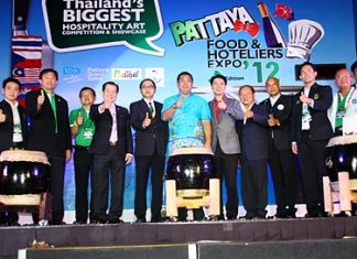 Sonthaya Kunplome, former Minister of Tourism and Sports, and Pattaya officials launch Pattaya food & Hotelier Expo 2012.