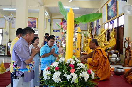 Jeerasak Jitsom, director of Pattaya School #5, representing the teaching committee, presents Lent candles to Wat Nong Or.