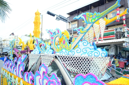 Pattaya School No. 1 won the top prize for most beautiful candle in the Jul 31 parade down Beach Road.
