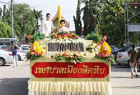Lert Punya School in Sattahip won the annual best candle contest with one carved depicting the King of Nagas.