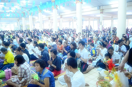 Hundreds of worshipers gather to pray and listen to sermons at Wat Thamsamakhee during Khao Pansaa.