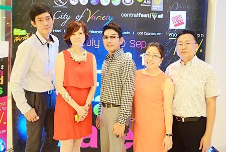 (L to R) Sanpech Supabowornsthian, senior president of 'Amazing Thailand Grand Sale 2012'; Bundarik Kusolvitya, president of the Thailand Hotel Association, Eastern Chapter; Prayuth Tamthum, president of Amazing Thailand Grand Sale 2012; Yuwathida Jeerapan, CEO of Hotel J Pattaya, JP Villa Hotel, and SS Sausage Co. Ltd.; and Sinchai Wattanasartsathorn, deputy president of the Sawang Boriboon Thammasathan Foundation, congratulate Pattaya Mail Publishing Co. Ltd., on our 19th Anniversary.