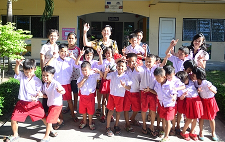 Radchada Chomjinda and 20 children from the HHN's Pattaya Orphanage say thanks to Pattaya Mail.