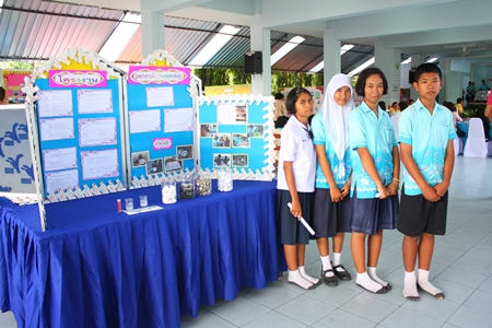 (L to R) Pisunee Teechuen, Nattakan Khonthun, Supanee Sreehuahae and Pakorn Saensa-ad, stand at their booth to present their works to the Diamond Level Health Assessment committee.
