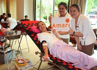 Amari Orchid Pattaya's executive assistant manager, Latiporn Tongkhunna donates her blood to Rajadhevi Sriracha Hospital.