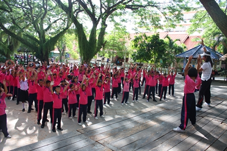 Pattaya School No. 7 students of all ages kick up their heels in their new school-wide aerobics program.