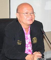 Deputy Mayor Wattana Chantanawaranon presides over the Vegetarian Festival 2012 organizational meeting.