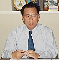 Provincial Waterworks Authority Manager Araya Ngamwongwan goes over water usage statistics.