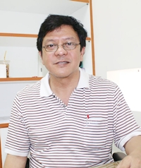 Dr. Watcharawet Thongsuk says gold card holders will now be able to receive free dental, medical and preventative care treatment in Pattaya, even if they are not registered here.