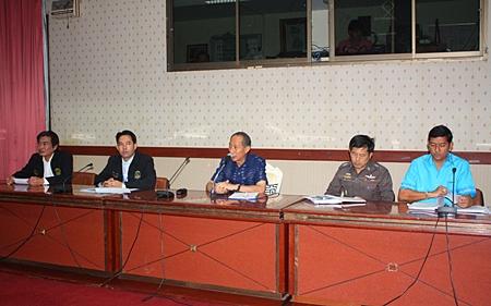 (L to R) Deputy Mayor Ronakit Ekasingh, Mayor Itthiphol Kunplome, Chonburi Governor Khomsan Ekachai, Chonburi Police Deputy Commander Pisit Proirungroj, and Banglamung District Chief Chaowalit Saeng-Uthai discuss problems facing tourism in Pattaya.