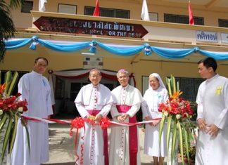 (L to R) Father Dr. Veera Phangrak, director of Pattaya Orphanage; Bishop Emeritus Thienchai Samanjit, former Chantaburi Diocese; Bishop Philip Banchong Chaiyara, Diocese of Ubon Ratchathani; Sister Suphtra Nonthasuwan, female rector and assistant director to Human Resources of Pattaya Orphanage; and Father Kritsada Sukkaphat, deputy director of Pattaya Orphanage cut the ribbon to officially launch the event.