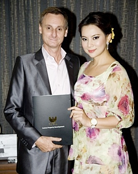 Pannada Wongphudee (Boom), right, with Jason Payne, the Vice President of Tulip Group.