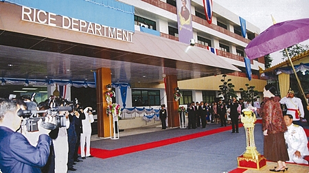 11 March, Her Majesty the Queen presiding over the Opening Ceremony of the Rice Department Headquarters, Ministry of Agriculture and Cooperative, Chatuchak District, Bangkok.