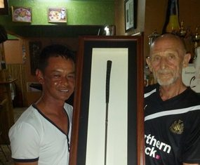 Winning duo, Wichai Tananusorn and Mr Len receive the perennial birthday trophy.