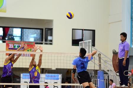 Pattaya School No. 11 take on their Makkasan School counterparts.