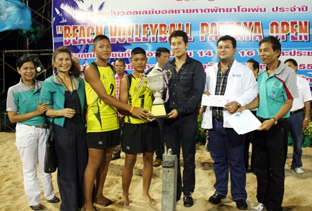 Pattaya Volleyball U14 team accept the winning trophy from city councilor Banjong Banthunprayuk.