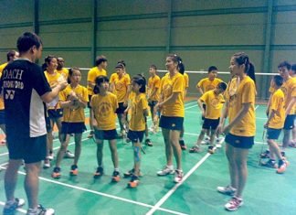 Ratchanok 'May' Inthanon, right, helps coach youngsters at the CAT Sports Club in Pattaya, Saturday, August 11.