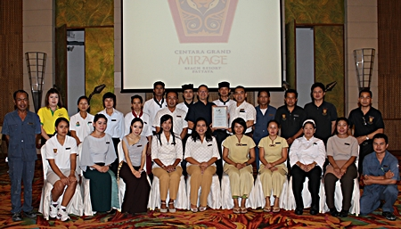 Andre Brulhart (centre), General Manager of Centara Grand Mirage Beach Resort Pattaya congratulates staff on their wining an award as one of the top 25 leisure hotels and resorts in Asia by Smart Travel Asia.