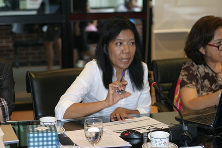 Priyaporn Sukhsuko addresses the meeting held at Pattaya City Hall, Friday, Sept. 7.