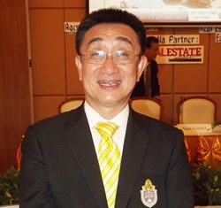 Dr. Sopon Pornchokchai.