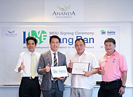 Chanond Ruangkritya, President and CEO of Ananda Development Pcl., (2nd left) and Chamnarn Wangtal (2nd from right), CEO of Habitat for Humanity Thailand, sign the MOU to build the flood shelter in Bang Ban district of Ayutthaya.