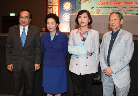 Narongsak Kamales, the Provincial Electricity Authority (PEA) Governor, and Taksin Watcharawittayakul, President of Thai Electrical & Mechanical Contractors Association (TEMCA) presided over the opening ceremony of the 28th TEMCA Annual Seminar and Exhibition at Pattaya Exhibition And Convention Hall (PEACH) recently. In attendance along with associate members and delegates were the Thailand Women's National Volleyball Players. Panga Vathanakul (2nd left), Royal Cliff Hotels Group Managing Director was on hand to welcome Pongsak Assakul (right), Chairman of the Thai Chamber of Commerce and other delegates.