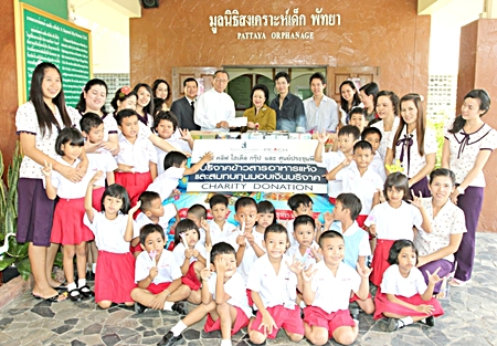 As part of Royal Cliff Hotel Group's yearly CSR program, Managing Director Panga Vathanakul, Vice-President Vathanai Vathanakul and Executive Director Vitanart Vathanakul together with their the management team recently visited the Father Ray Foundation which includes the School for the Blind, Children with Special Needs, the Vocational School, and the Pattaya Orphanage to donate cash, foodstuffs, books and clothing.