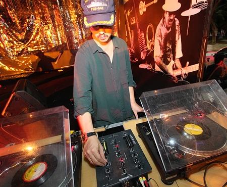 DJ Maft Sai spins funky Issan music.