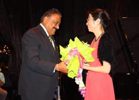 Peter Malhotra congratulates Aree Kunapongkul for her superb performance.