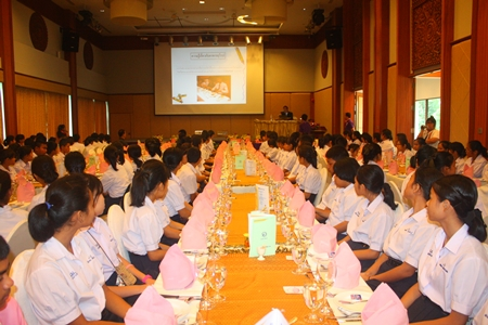 200 Banglamung students attentively listen to the lecture before gaining some practical experience, with the added bonus of enjoying a good meal.