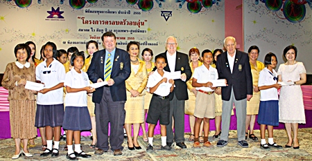(L to R) Prof. Phulsukh Sethsophonkul, secretary to YWCA Bangkok, Graham Hunt-Crowley, Brendan Kelly, and Dennis Stark from the Rotary Club of Jomtien Pattaya, and Usna Sukhonzup, vice senior secretary to YWCA Bangkok, present scholarships to youths.